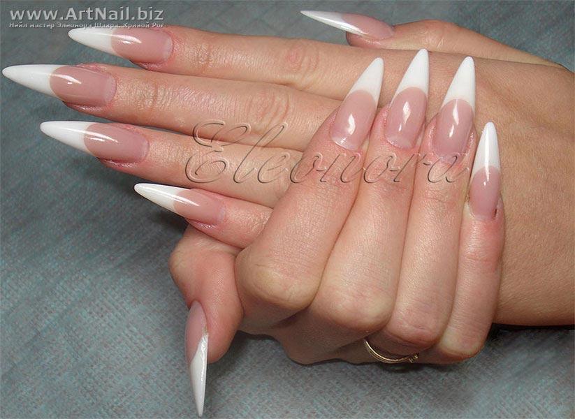 белый френч острых ногтей фото
