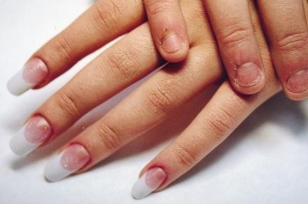 Ногти только с черным лаком